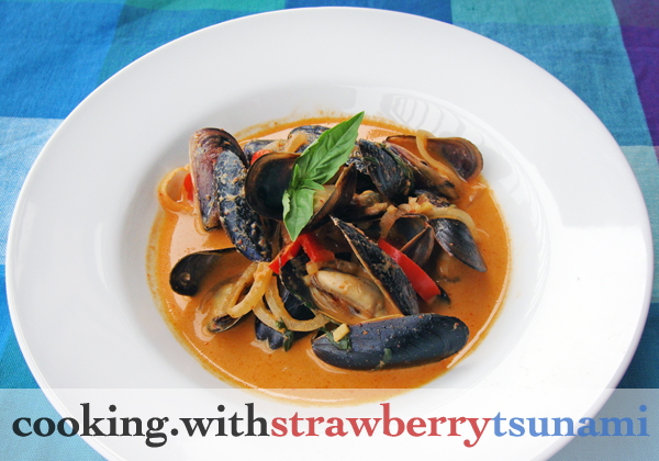 Mussels in Thai Red Curry Sauce | Cooking with Strawberry Tsunami